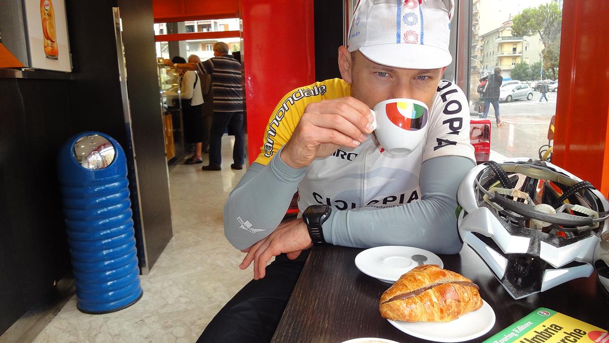 leckerer Cappuccino in Terni