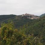 eines der zahlreichen Bergdörfer am Weg nach Fiamignano