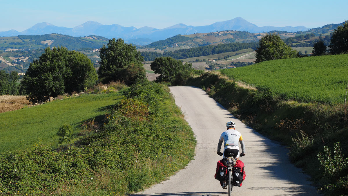 einsame schmale Straßen am Weg nach Valfabbrica