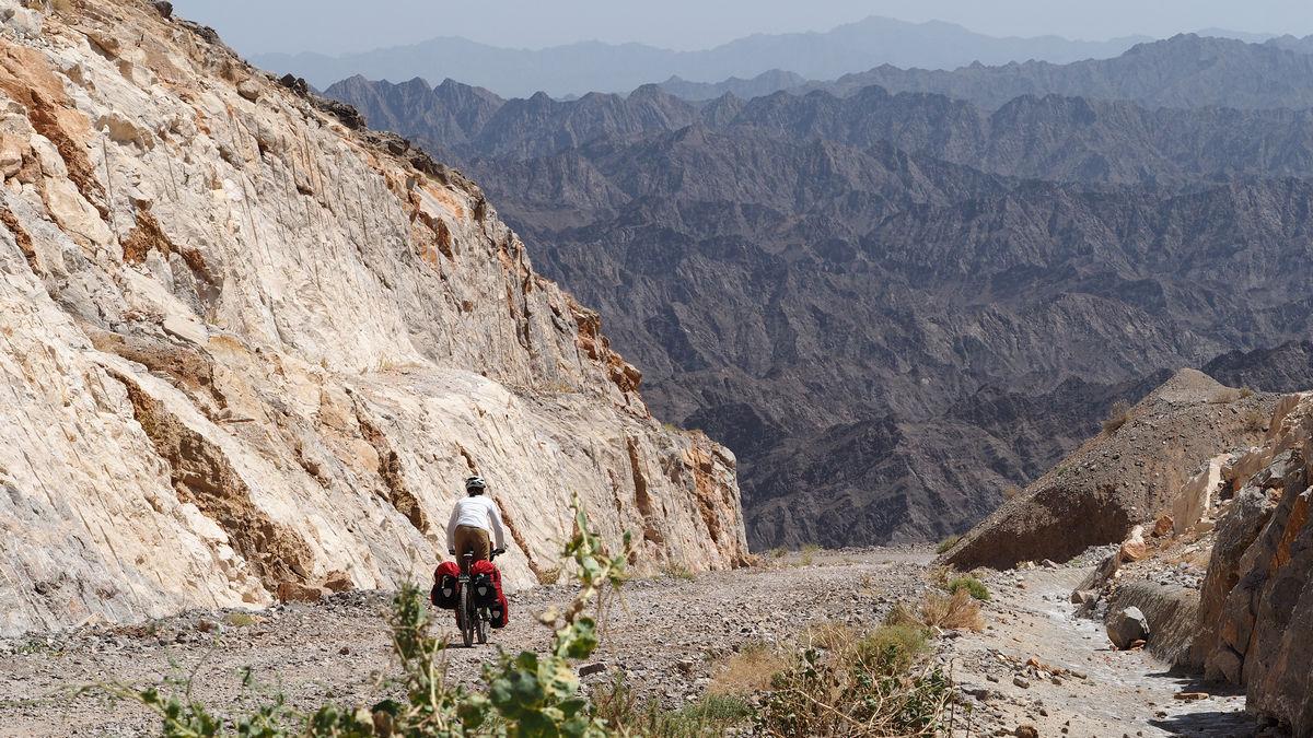 imposante Bergkette zwischen Wadi Al Ala' und Al Hamra