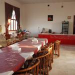 Essen im Speisesaal des Al Hoota Rest House
