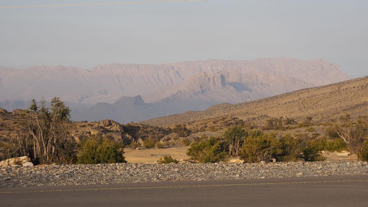 Blick zum 3.000m hohen Jabal Shams