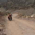 kaum schiebbar - die tiefe Schotterpiste Richtung Wadi A'Sahtan