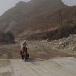 immer wieder Wechsel von Asphalt und Schotter am Weg nach Lihban