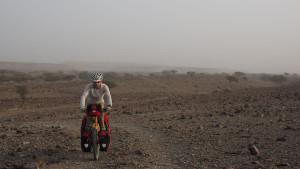 zurück zur Straße entlang des Wadi As Sarmi