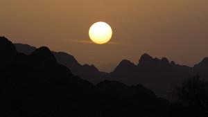 herrlicher Sonnenaufgang im Hadschar-Gebirge