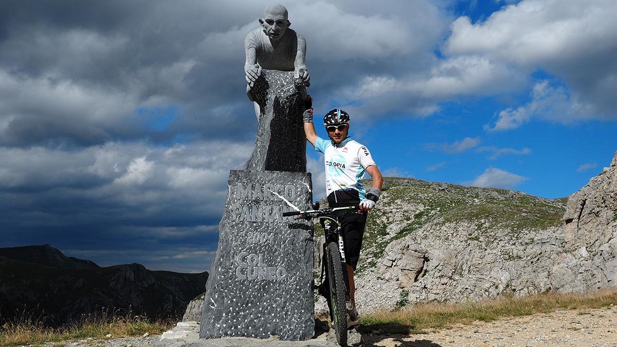Pantani-Denkmal am Colle Fauniera/Colle dei Morti (2.480m)