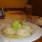 nach einer heißen Dusche: Kärntner Kas-, Spinat- und als Nachspeise Kletzennudeln beim Gasthof Hüttenwirt