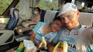 überglücklich im Bus nach Taipeh