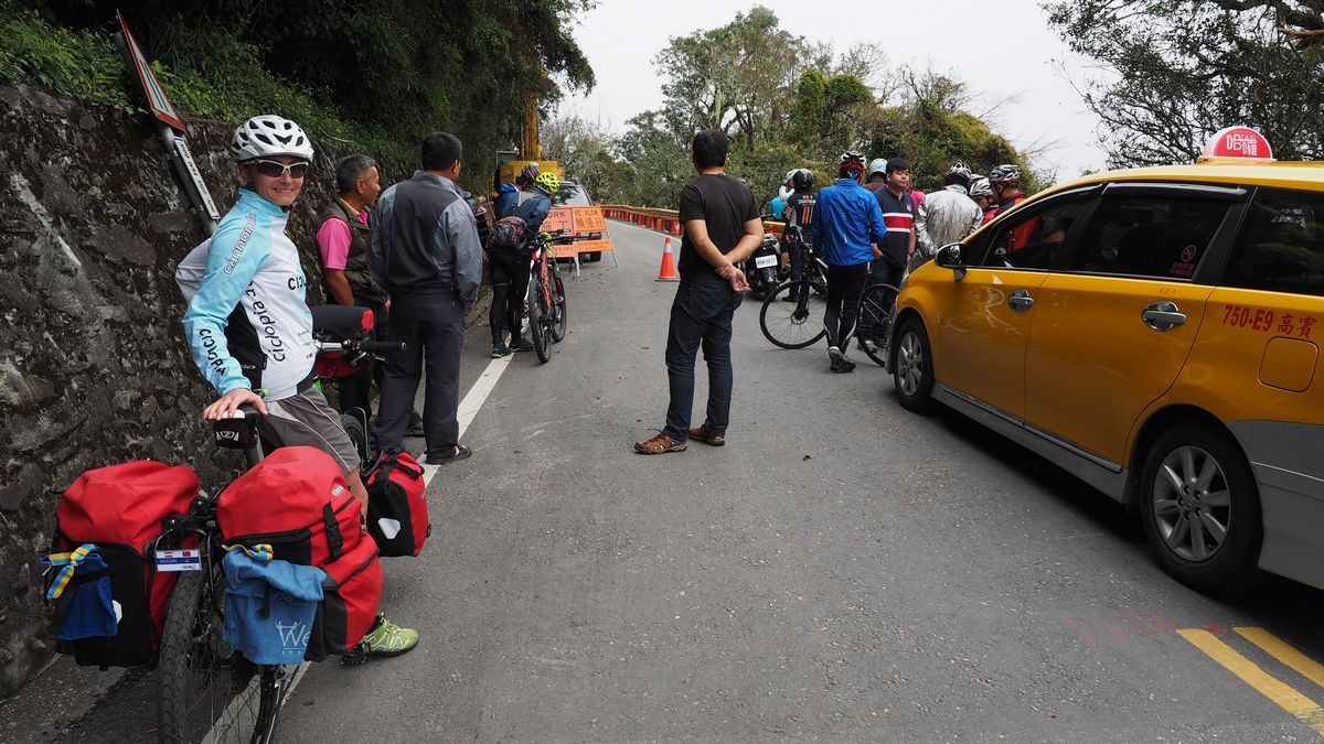 kurzzeitige Straßensperre bei der Abfahrt in die Taroko-Schlucht