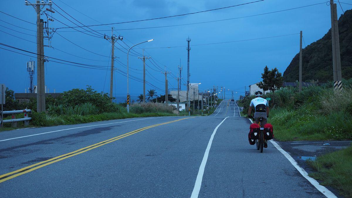 dunkler Himmel am Weg nach Jingpu