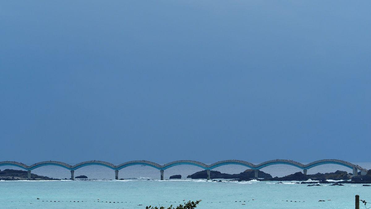 schon von Weitem ein Hingucker: dieSanxiantai Bridge