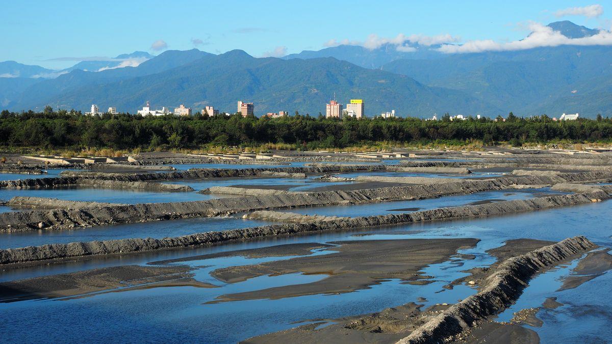 Blick von der Brücke über den Beinan River Richtung Taitung