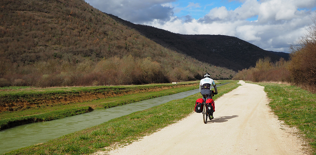 "20km ""Canyon"" Radweg entlang der Raša Bahntrasse"