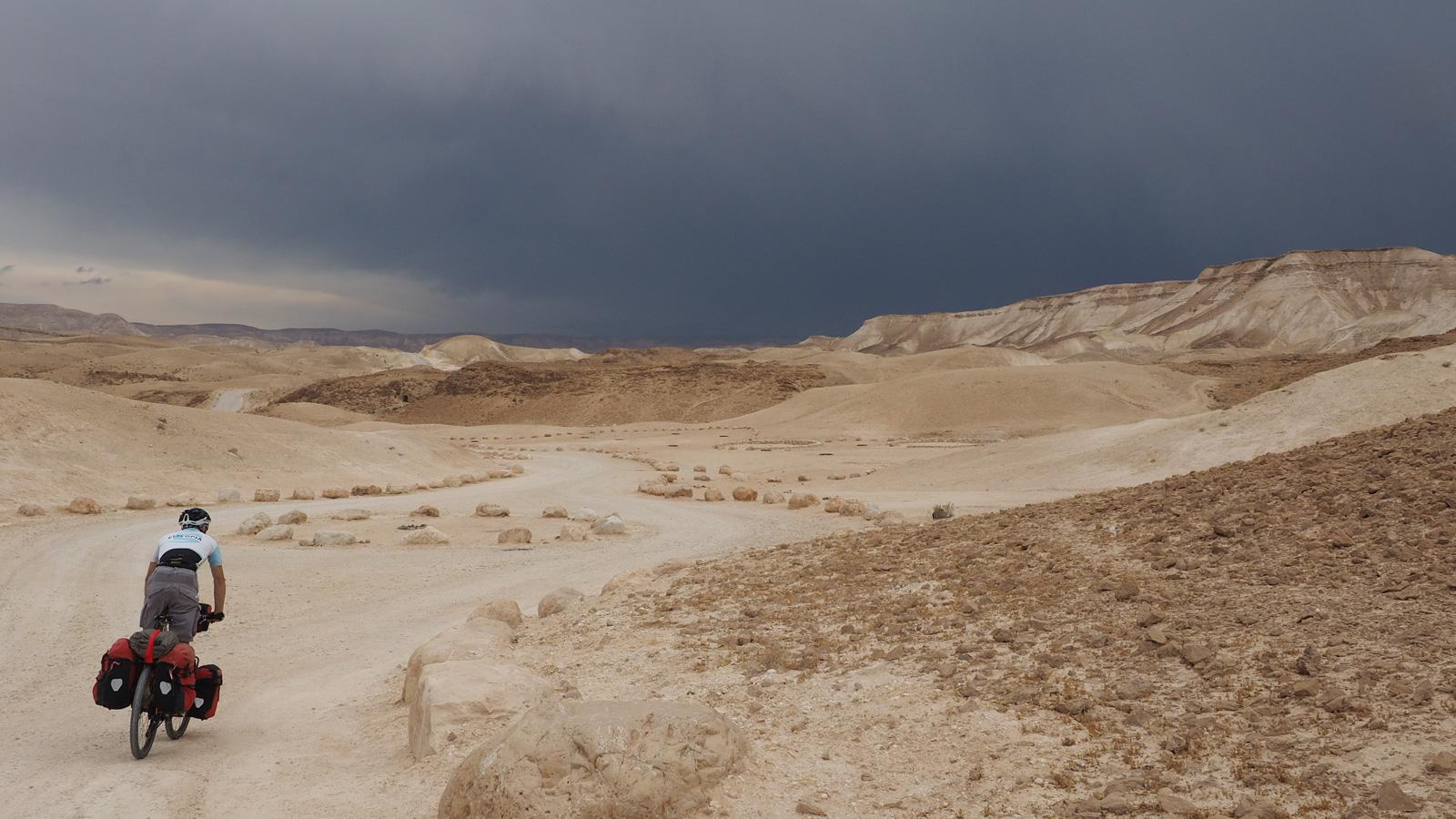 Gewitterstimmung in der Judäischen Wüste bei Metsoke Dragot
