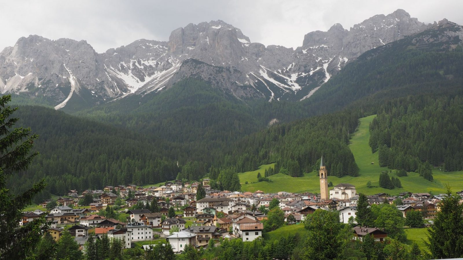 Padola vor den Sextner Dolomiten