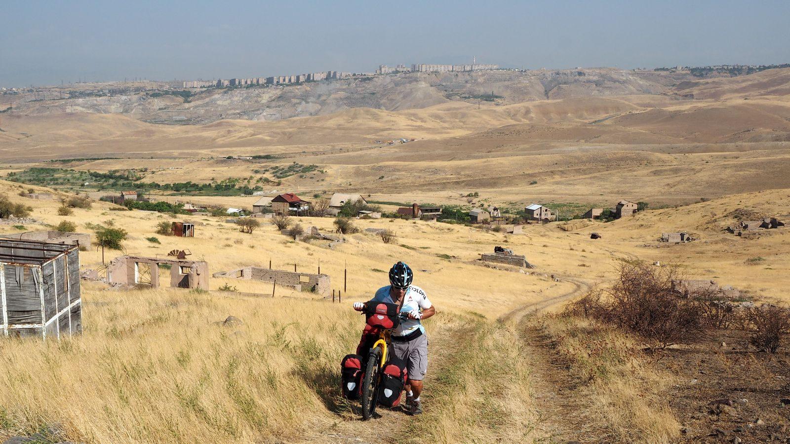 Radreise Armenien - außerhalb von Jerewan