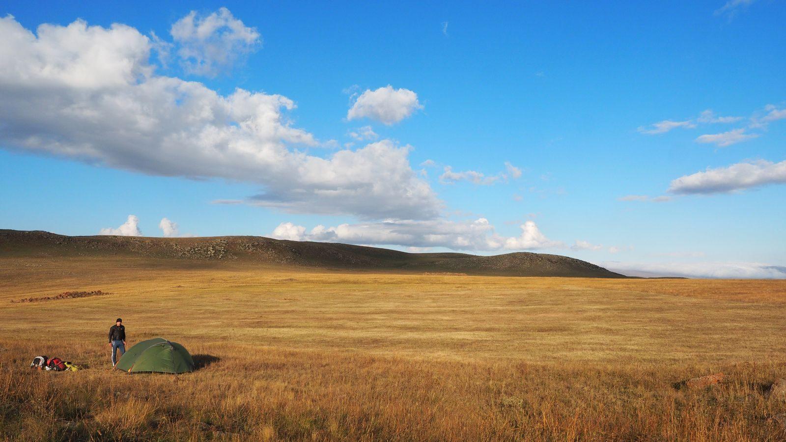 Radreise Armenien - unser Zeltplatz oberhalb des Arpi-Sees