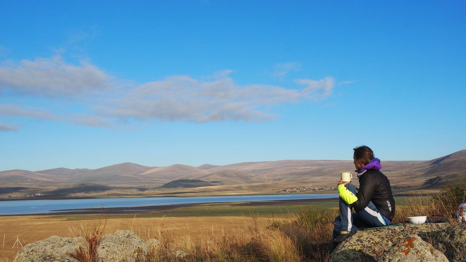 Radreise Armenien - Frühstück oberhalb des Arpi-Sees