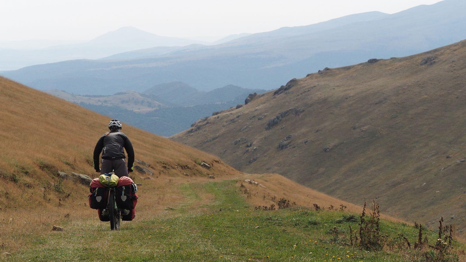 Radreise Armenien - Abfahrt vom Margahovit-Pass