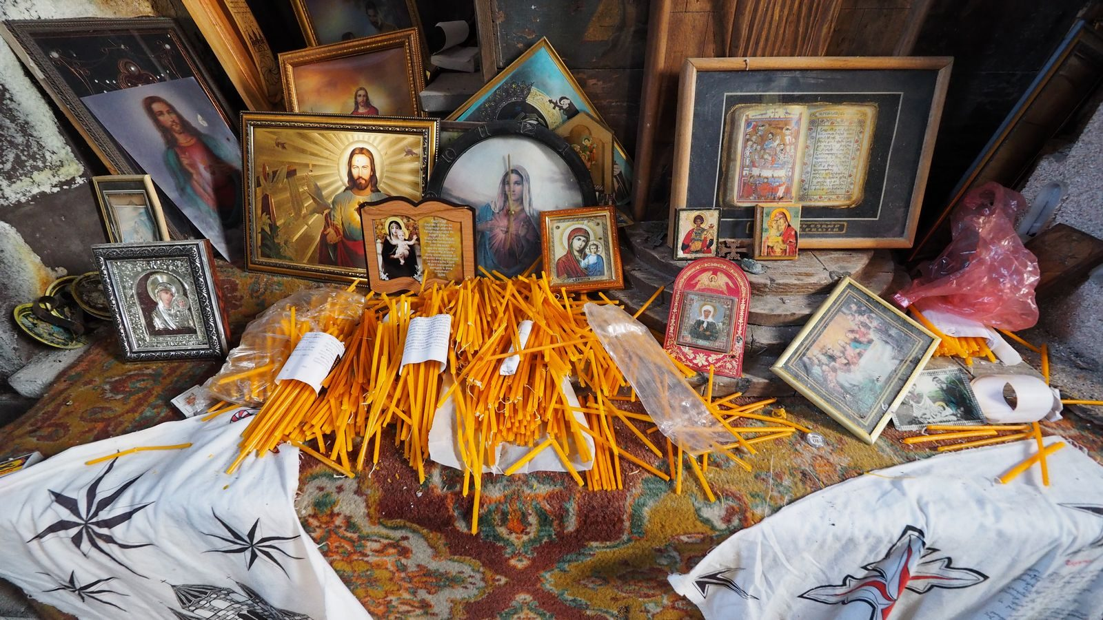Radreise Armenien - Heilig-Kreuz-Kirche am Yeratumber-Vulkan