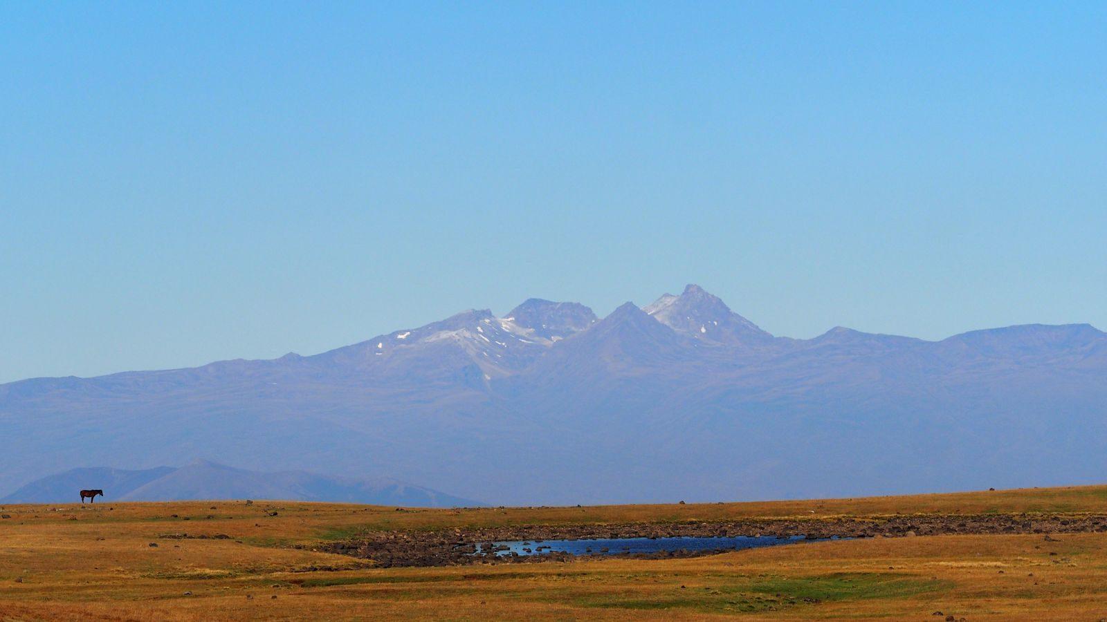 Radreise Armenien - Geghama Berge mit Aragats