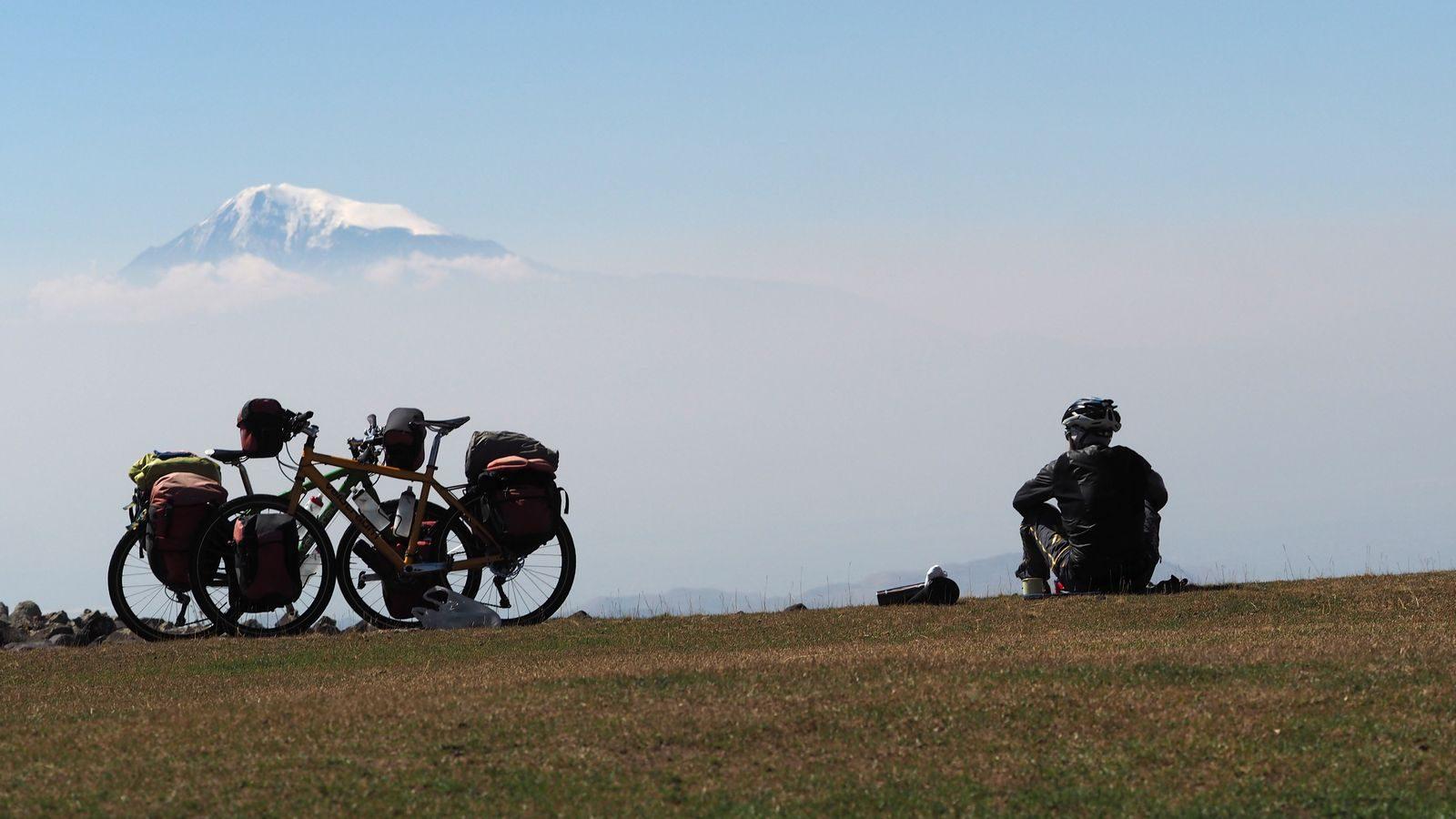 Radreise Armenien - Geghama Berge mit Ararat