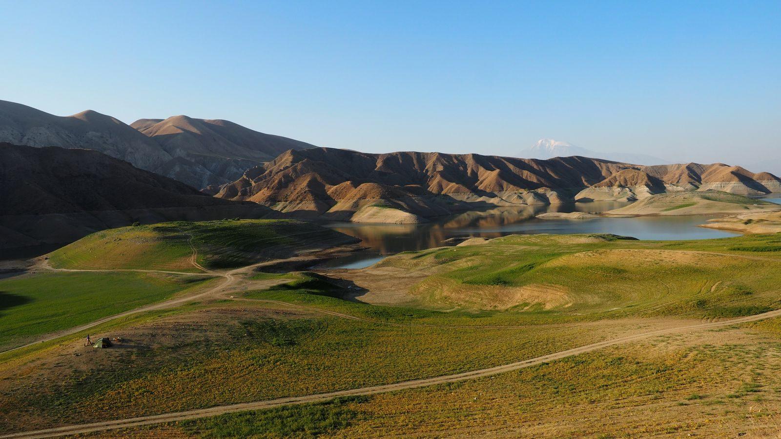 Radreise Armenien - Azat Reservoir mit Ararat