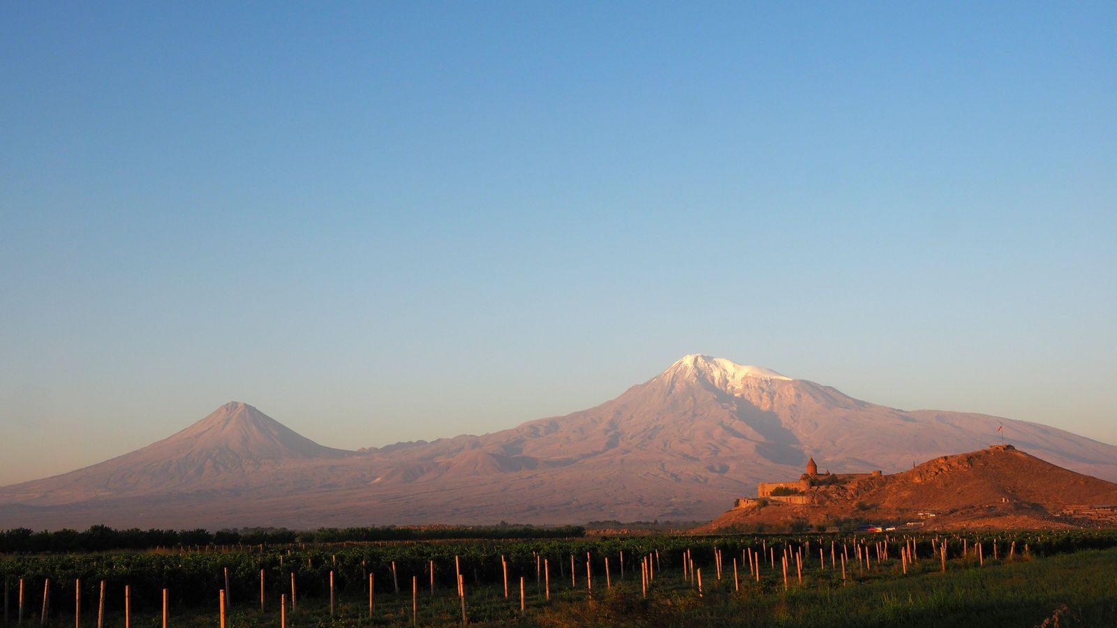 Radreise Armenien - Chor Virap vor dem kl. und gr. Ararat