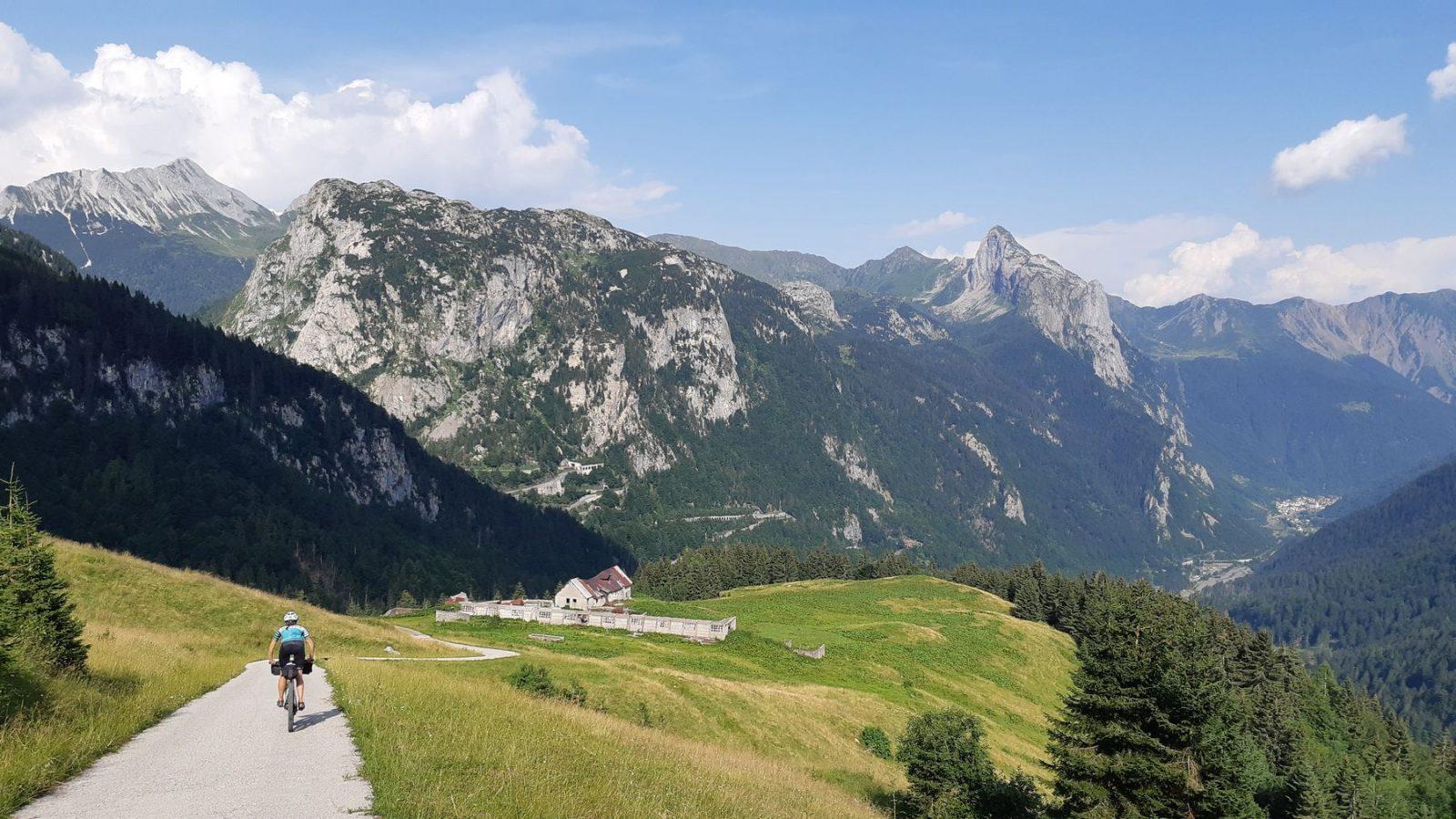 Bikepacking Karnische Alpen - Abfahrt Marinelli Hütte